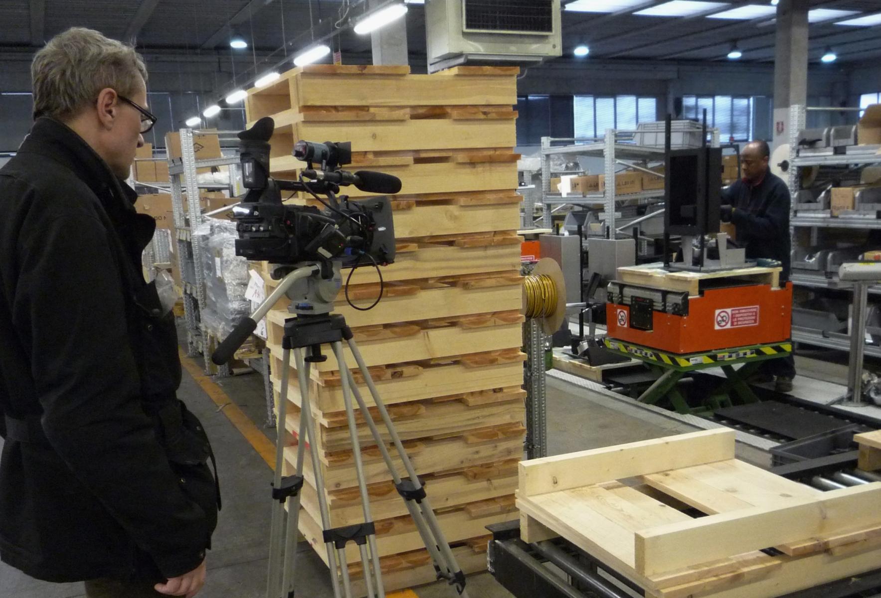Filmando Haddou in fabbrica mcz b